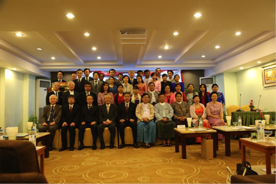 新潟大学ミャンマー感染症拠点開所式(2016年3月、ヤンゴン市内)